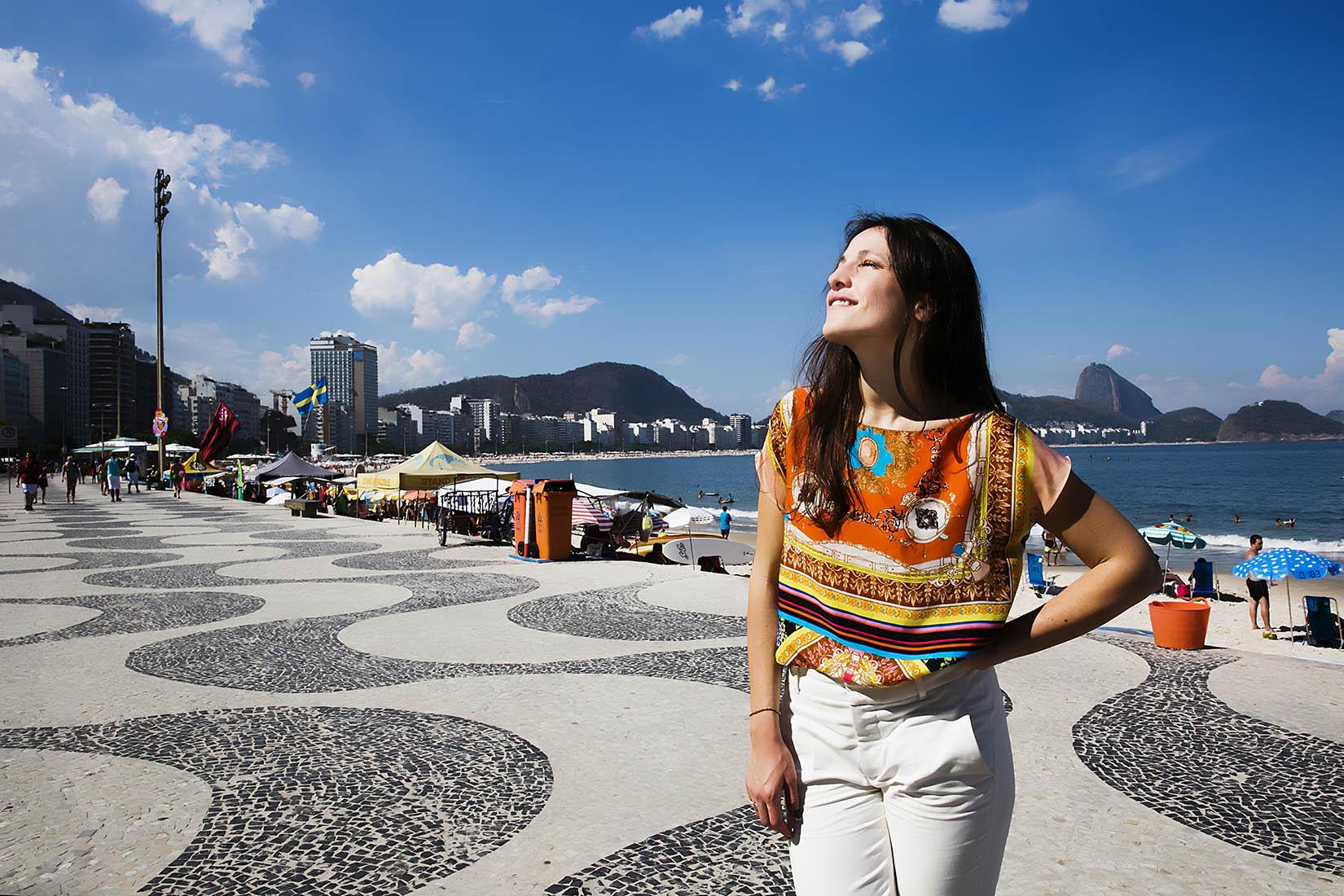 Carminho na calcada de Copacaban, Rio de Janeiro, Brasil 29-01-2015 fotografia: Marisa Cardoso